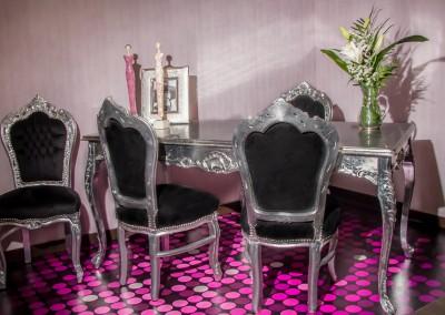 Mesa con detalle floral