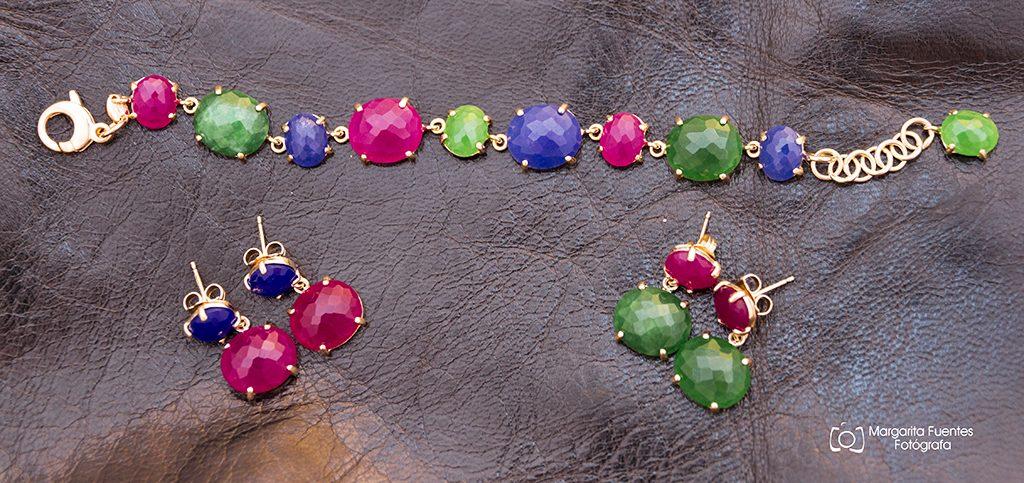 Alegría de Primavera. Pulsera elaborada en plata de 1 ley y pendientes con piedras de colores.