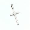Cruz Latina Oro blanco, elaborada en oro de 1ª Ley 18k, 750milésimas, en color blanco con rodio de protección, es un regalo perfecto para bautismo, comunión y confirmación, también puede ser un obsequio para reforzar vínculos